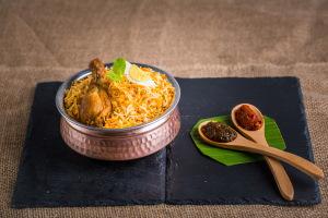 Mega Fmly Pk Aavakai Chicken Dum Biryani