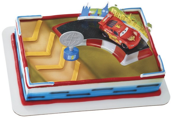 Cars 2 - McQueen and Trophy - 16583
